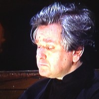 Antonio Pappano, concentrated listening to the beautiful cello introduction to King Philippes big monologue. Photo: Henning Høholt