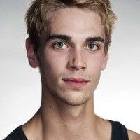 Martin Dauchez is brilliant as Benvolio. This new dancer in the company, is extraordinary in the roles, that I have seen him performing in Roemo and Julie . as he is also brilliant as Prince Paris. Foto Erik Berg