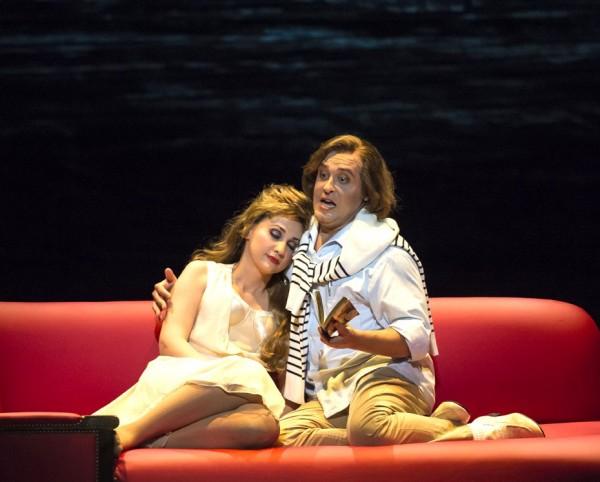 Alfredro with a soar throat in Violetta's beach house, Cristina Pasaroiu and Giuseppe Varano. (Photo Dominique Jaussein)