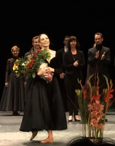 Eugenie Skilnand receives Bravi as Anna Karenina, behind right choreographer Christian Spuck. Foto Tomas Bagackas