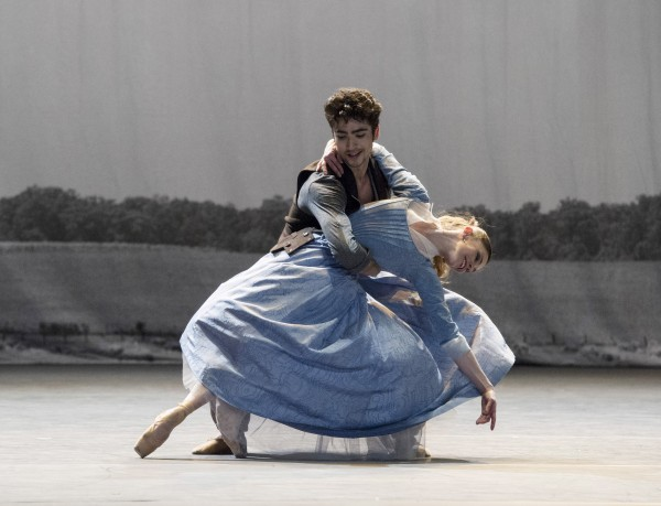Luca Lima and Emma Lloyd as Levin and Kitty. Foto Erik Berg