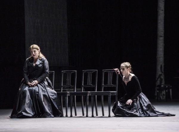 Ingebjørg Cosmo singing Rachmaninoff with Eugenie Skilnand listening. Foto Erik  Berg