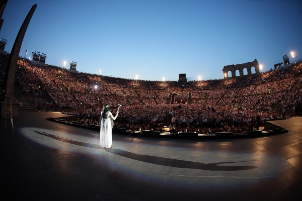 Arena di Verona: Aida with the audience behind her. foto Ennevi