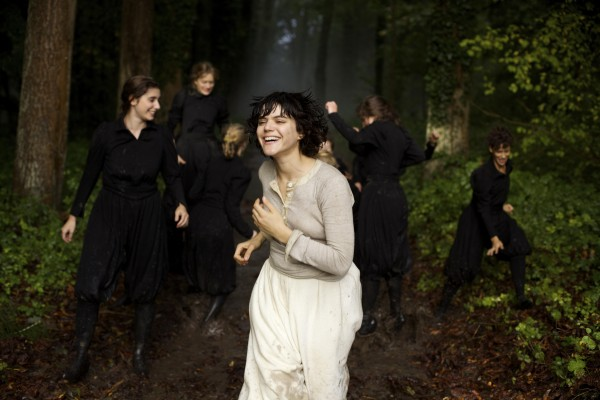 The French actor Soko portrays the dance pioneer Loie Fuller
