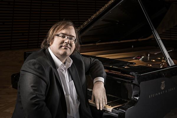 Christian Ihlen Hadlan spiller Schubert, Skrjabin og Schumann i Vigelands museet i Oslo 7. August kl. 14. Foto Kim Laland
