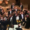 Relaxed applause after the Galla concert 29th April. The soloists and the conductor with flowers. Foto Tomas Bagackas.
