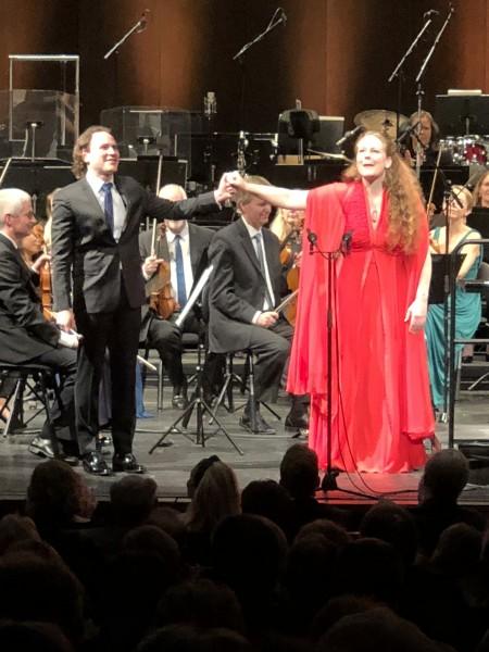 Christiane Stotijn til høyre og Christian Vásquez eter Gustav Mahlerss Rückert Lieder. Foto Henning Høholt